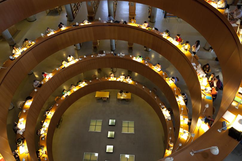 ¿Qué servicios ofrece la Biblioteca de la Uned al Personal Docente e Investigador?